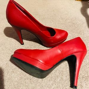 Red pumps spring shoes